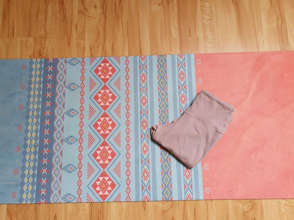 tapis-de-yoga-intense-microfibre-Baya